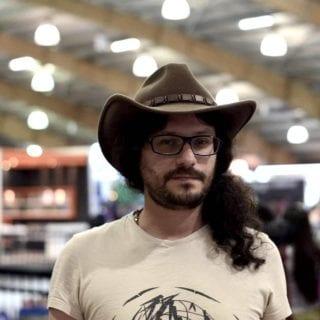Retrato de Daniel Ferreira, con sombrero de cowboy