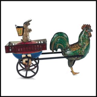 Gallo de hojalata tirando de un carro