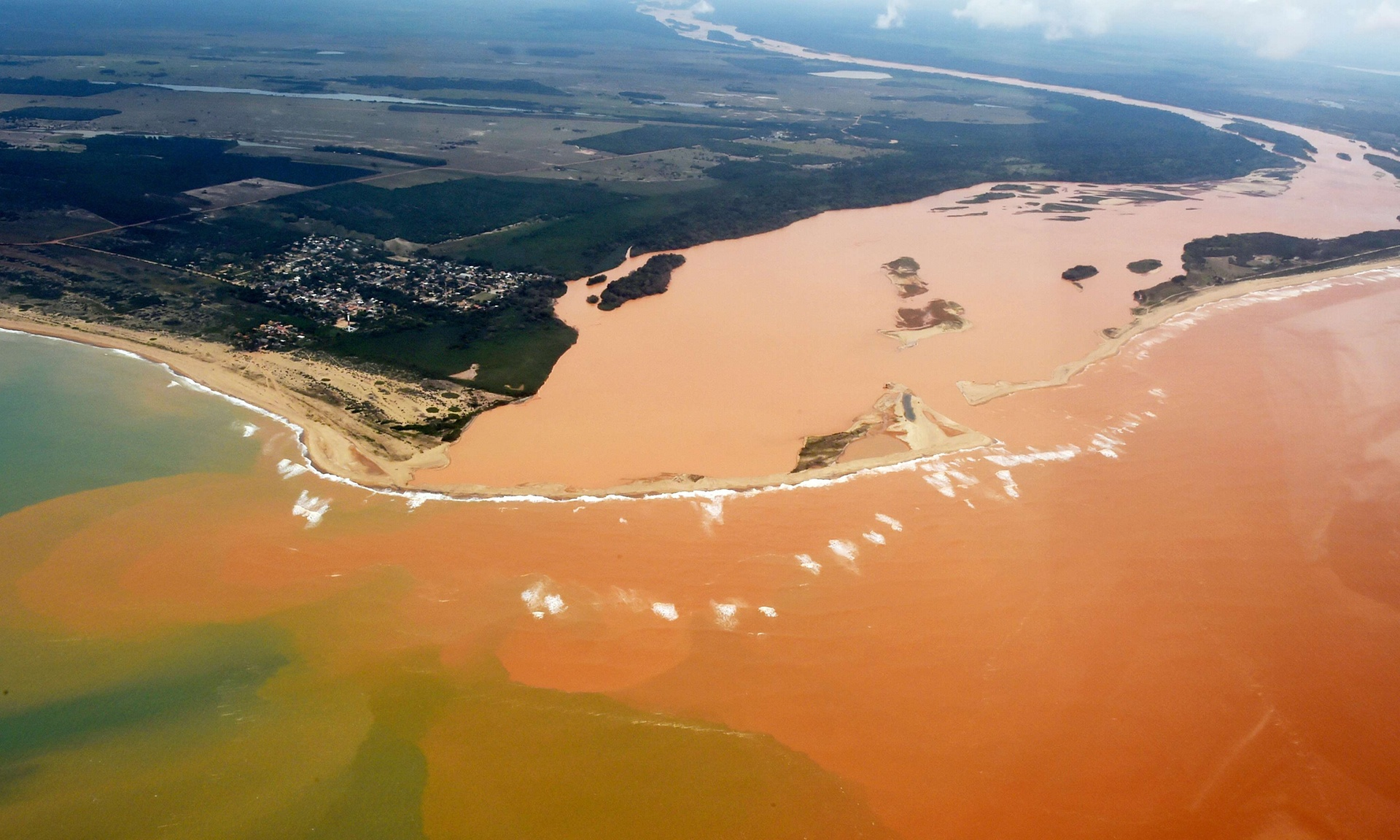 Mining disaster at Rio Dore, Brazil